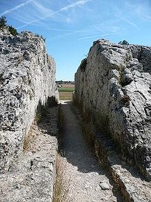 220px-Barbegal_aqueduct_04