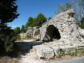 280px-Barbegal_aqueduct_01