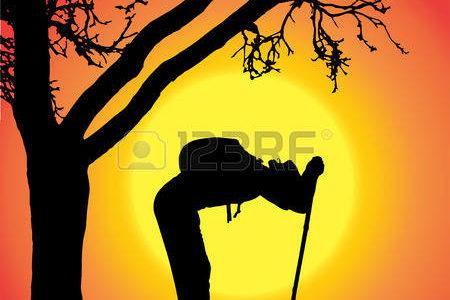 27827125-silhouette-de-l-homme-avec-la-marche-nordique