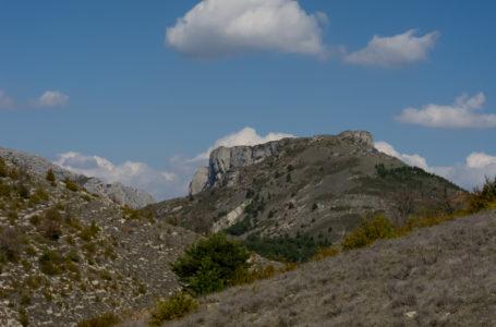 Le fort de Mévouillon, la montagne de Croc